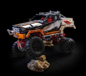 Monster Truck über Felsen