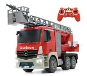 Ferngesteuertes Feuerwehrauto mit Spritzfunktion